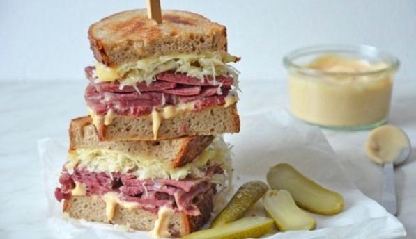 Сэндвич рувим - бутерброд с говядиной и квашеной капустой
